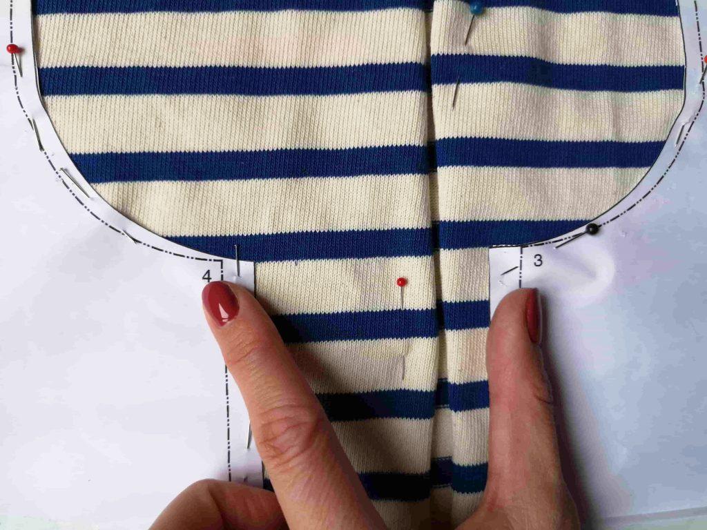 raccorder un tissu à rayures jersey