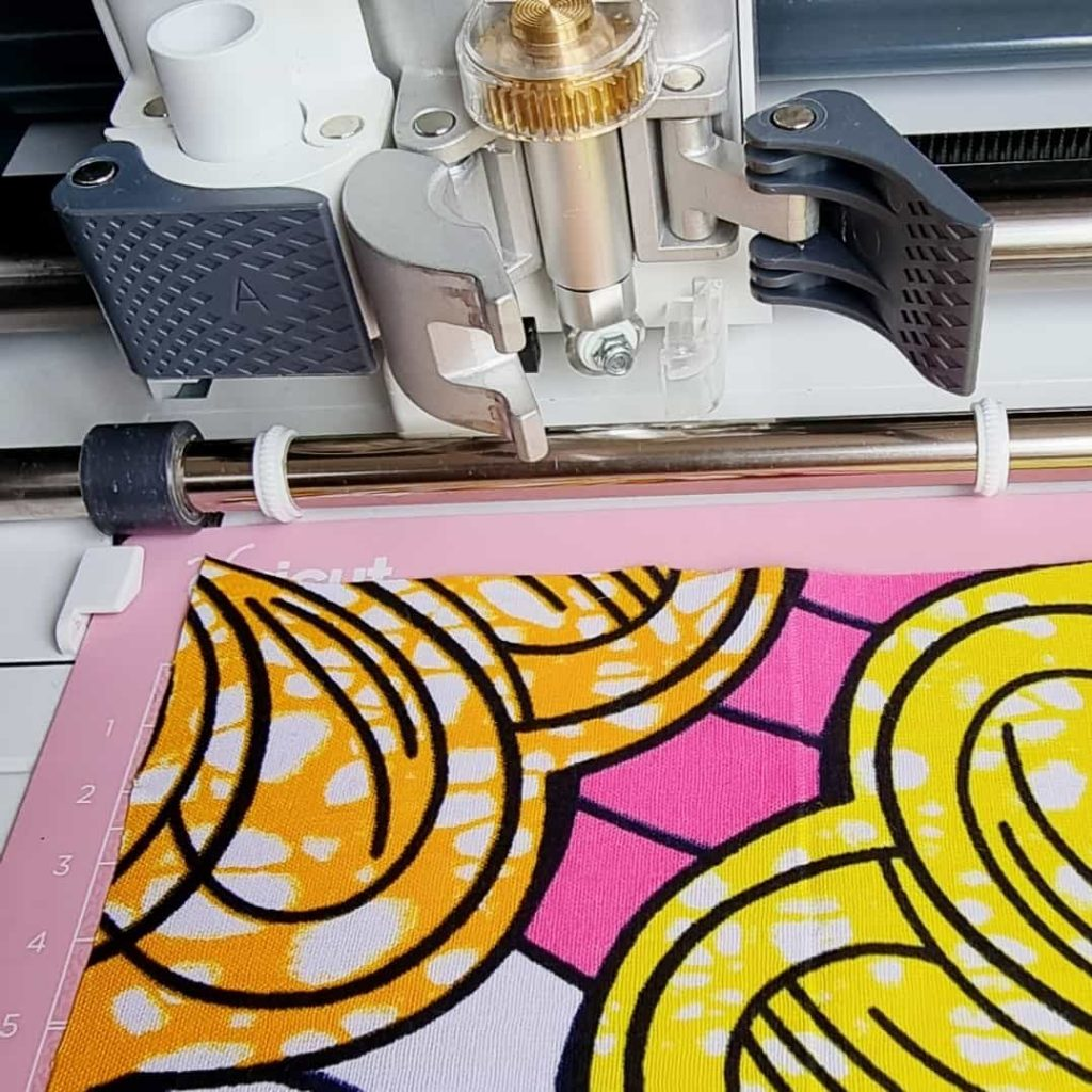 tutoriel cricut france découpe du tissu customiser un sweat